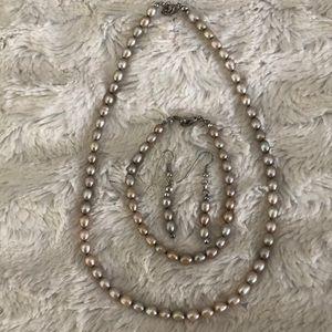 Jewelry - Pearl set